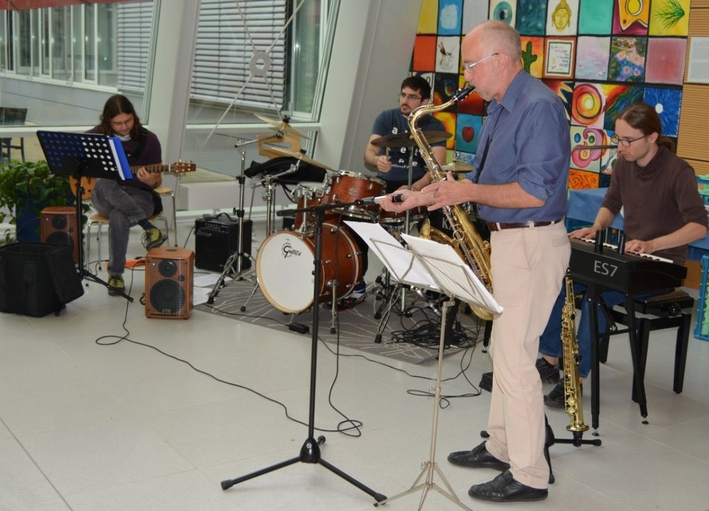 Theo Geisel (in the front) and his band in the Max Planck Institute for Dynamics and Self-Organization