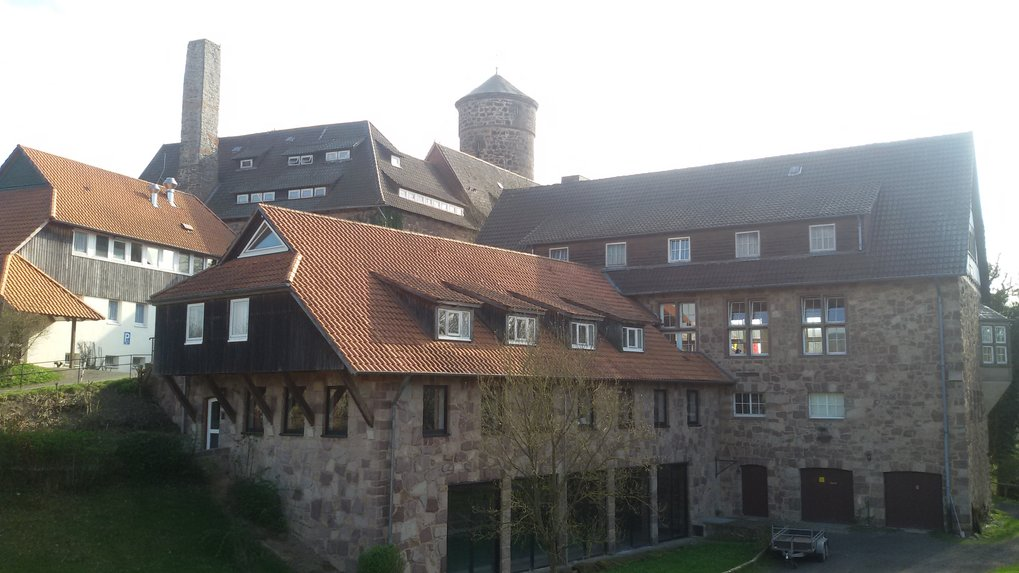 All scientists of the institute meet for a three-day retreat at Ludwigstein Castle near Witzenhausen. Research results from the departments and research groups are presented in lectures and on posters and discussed afterwards.